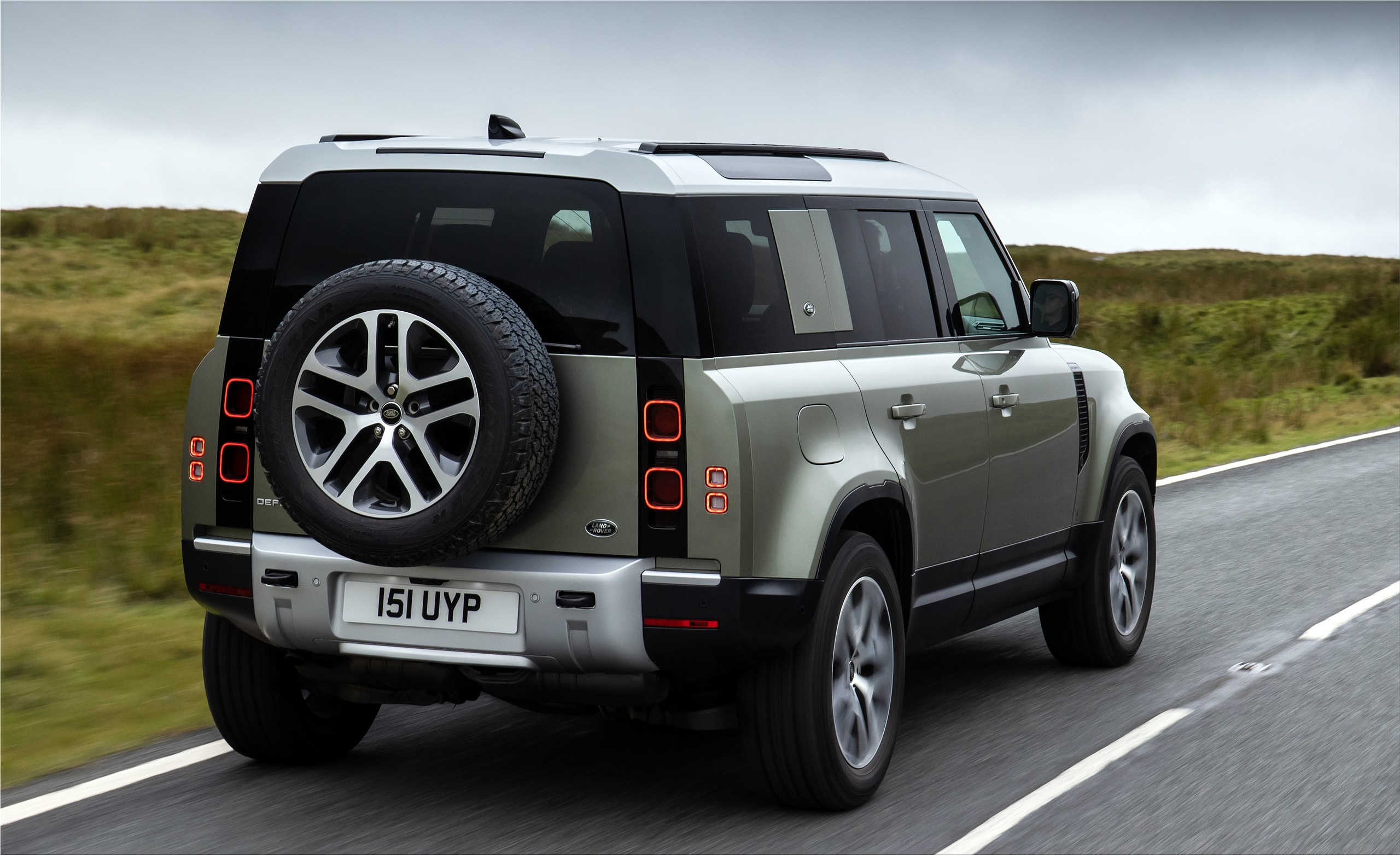 The new Land Rover Defender P400e plug-in hybrid with 404 ...