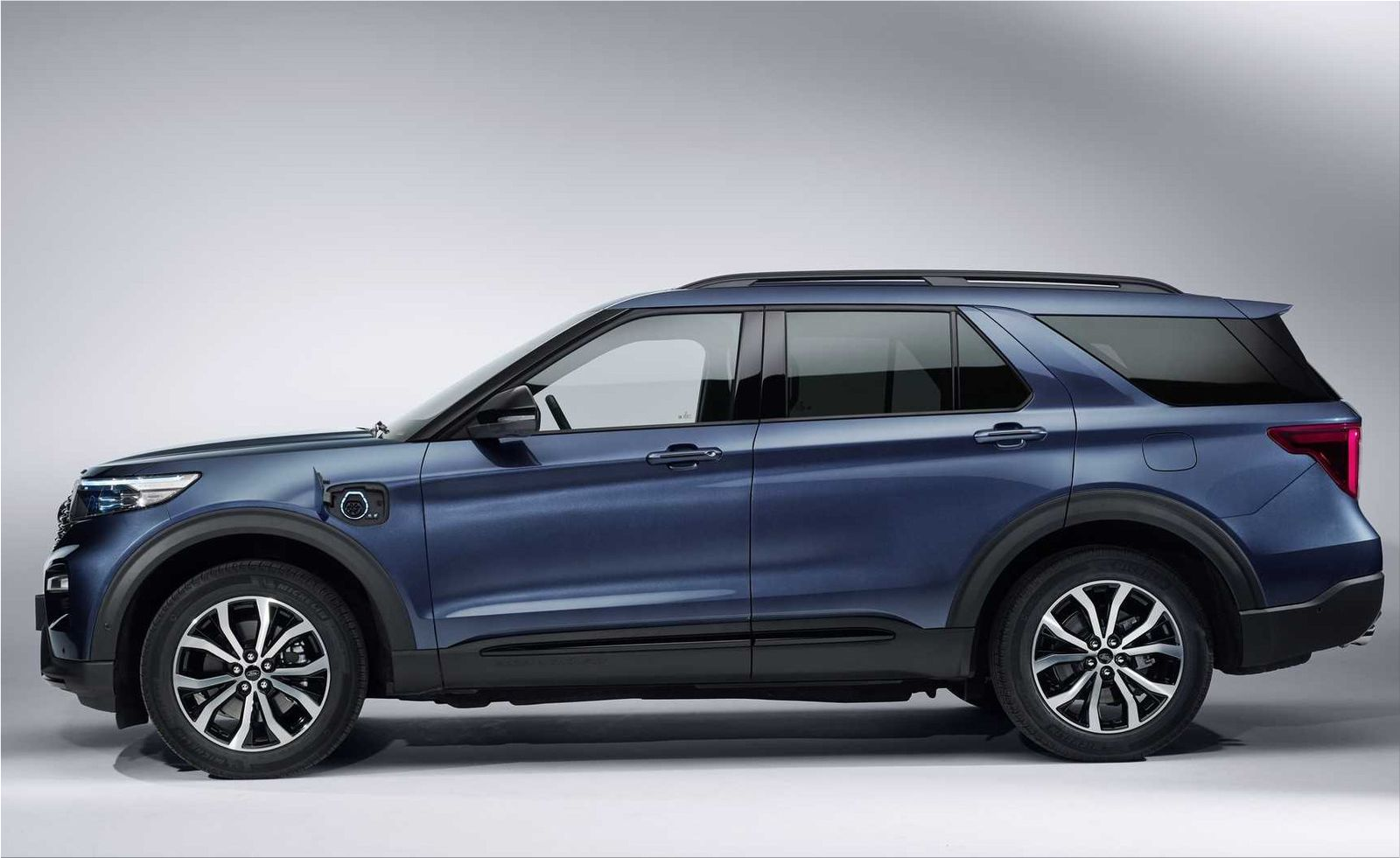 Ford Explorer Phev Is Sold At A Price Of 74 000 Euros Hybrid Cars Electric Hunter