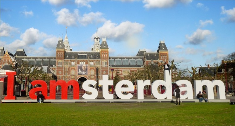 Amsterdam will ban gasoline or diesel cars and motorbikes from 2030