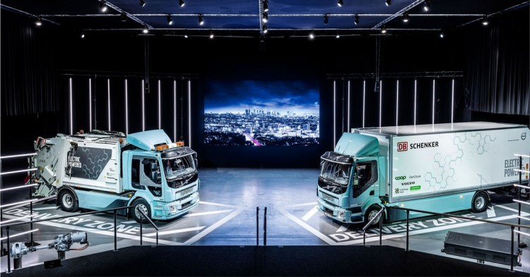 Volvo Trucks delivers first electric trucks to customers