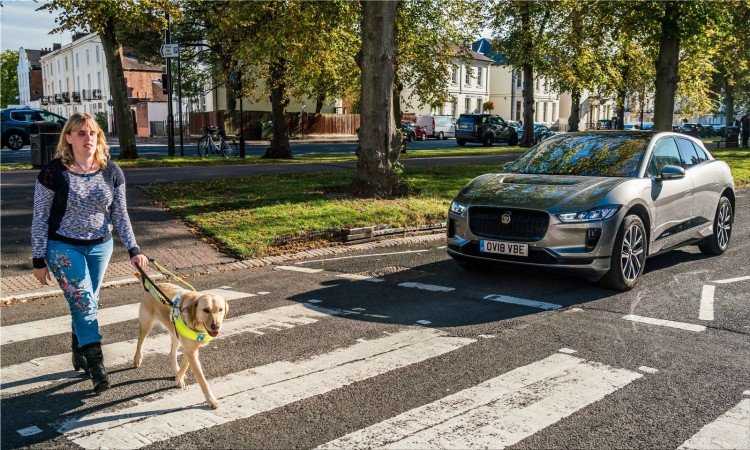 The new electric cars will have to make noise from 1 July 2019