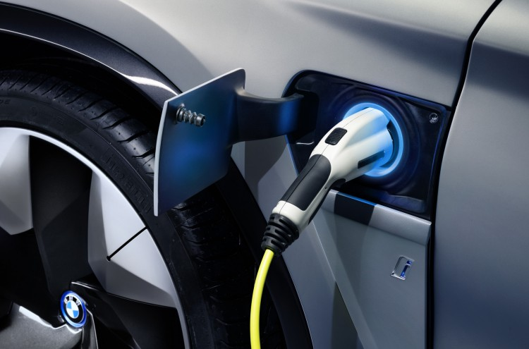 India cut VAT on electric vehicles to 5%